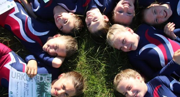 Voltigierkinder des RVV Vaulting-Team legen Abzeichenprüfung ab.